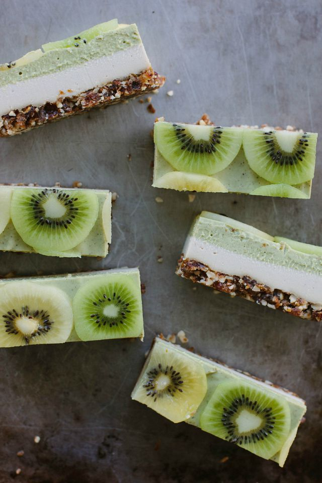 (Almost) raw kiwifruit + ginger 'cheesecake'